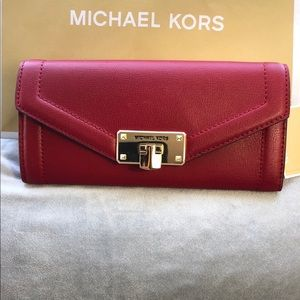Michael Kors Kinsley carry all leather wallet NWT